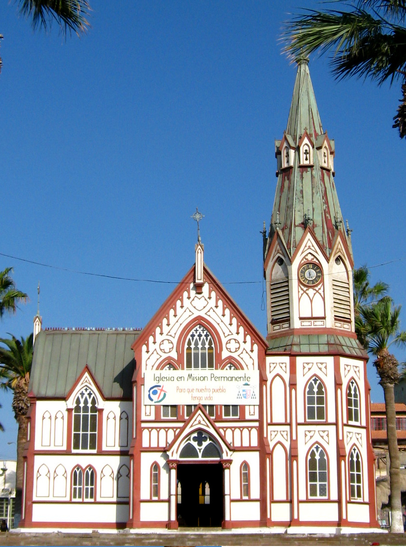Arica 22. Las plazas del centro histórico de Arica con sol
